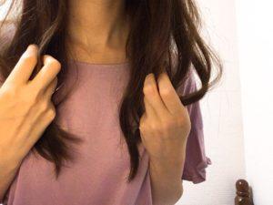 ワックスで髪をスタイリング